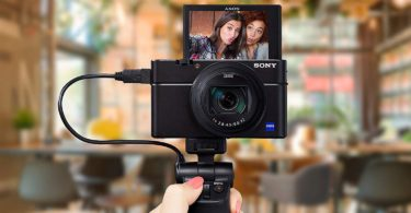 caméra d'enregistrement avec écran rabattable